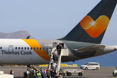 Zkrachovalá cestovní kancelář Thomas Cook je mateřskou společností aerolinek Condor.
