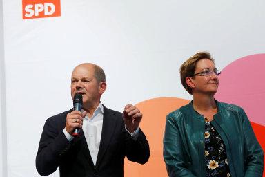 Do posledního kola hlasování se dostaly způvodní šestice tandemů dva. První, který má podporu u vedení SPD, tvoří ministr financí Olaf Scholz abraniborská politička Klara Geywitzová.