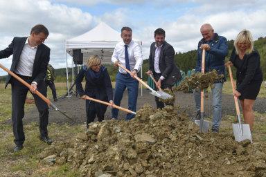 Investiční pobídku získalo loni jediné technologické centrum – vývojový a testovací areál automobilky BMW u Sokolova. Loni zástupci firmy, státu i regionu zahájili stavbu nové příjezdové silnice.