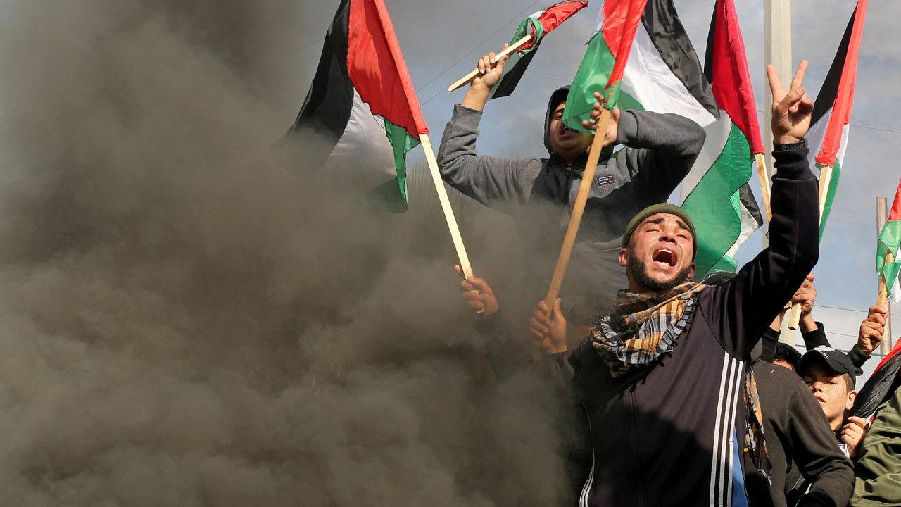 Nikdy se nevzdáme. Ještě před zveřejněním amerického plánu proti němu vypukly protesty vPásmu Gazy. Další, mohutnější, se očekávají dnes.