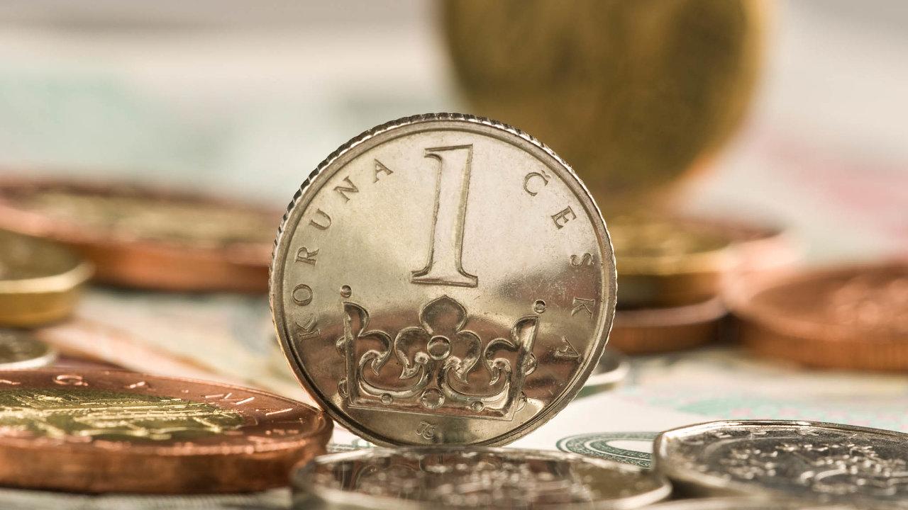 Česká měna oslabila kdolaru nad hranici 23 korun.
