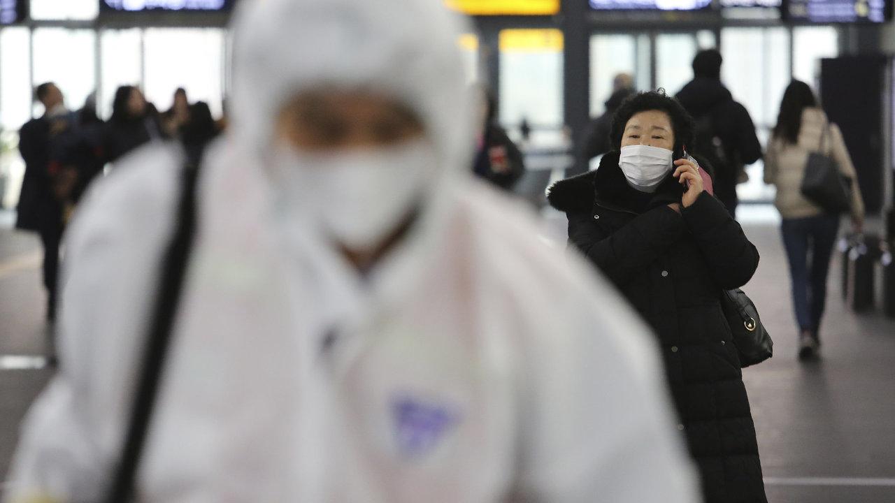 V Číně je už přes 80 tisíc případů nakažených koronavirem, více než 3000 lidí mu podlehlo. S vypuknutím epidemie vyzval Peking velké technologické firmy, aby se zapojily do boje s novým onemocněním.