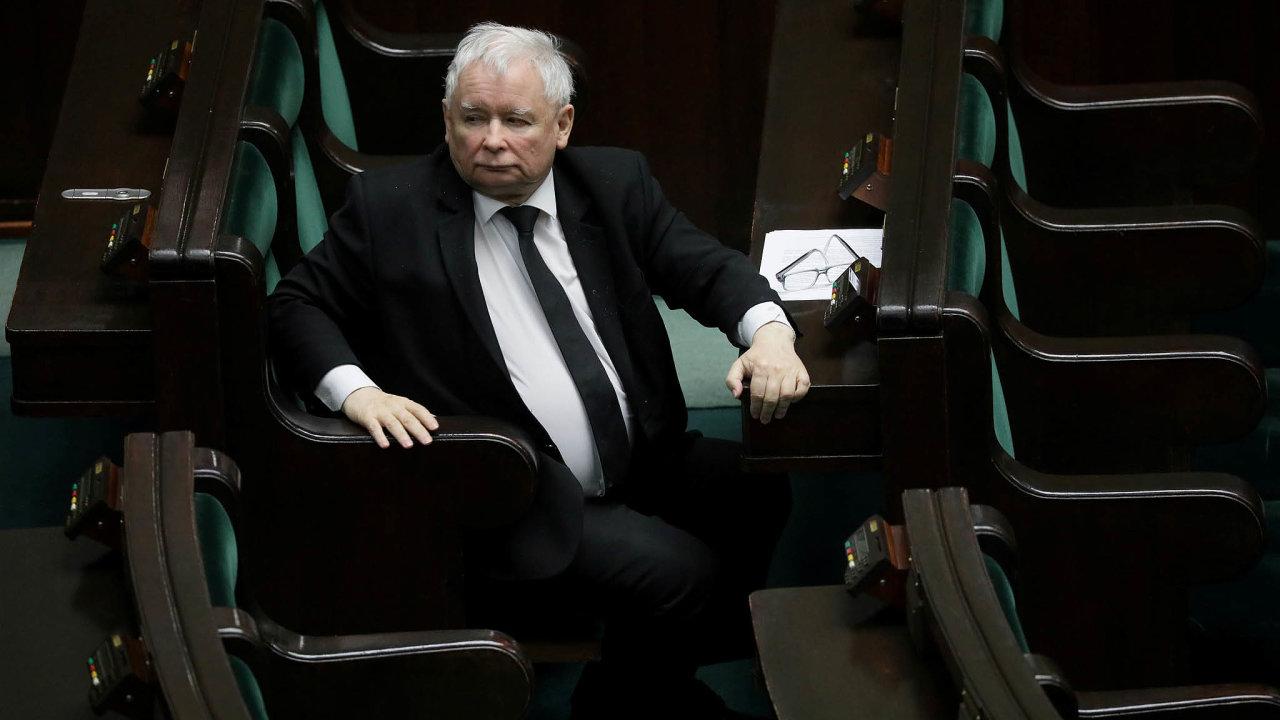 Polsko je moje. Změna způsobu volby hlavy státu vdobě pandemie je dalším pokusem šéfa vládní strany Jaroslawa Kaczyńského ohnout pravidla právního státu.