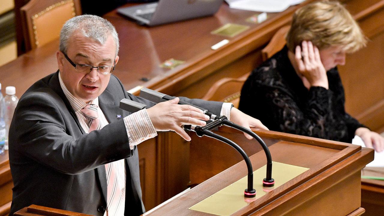 Sněmovní stálice: Dlouholetý poslanec Marek Benda nepamatuje tolik zákonů čekajících naprojednání.