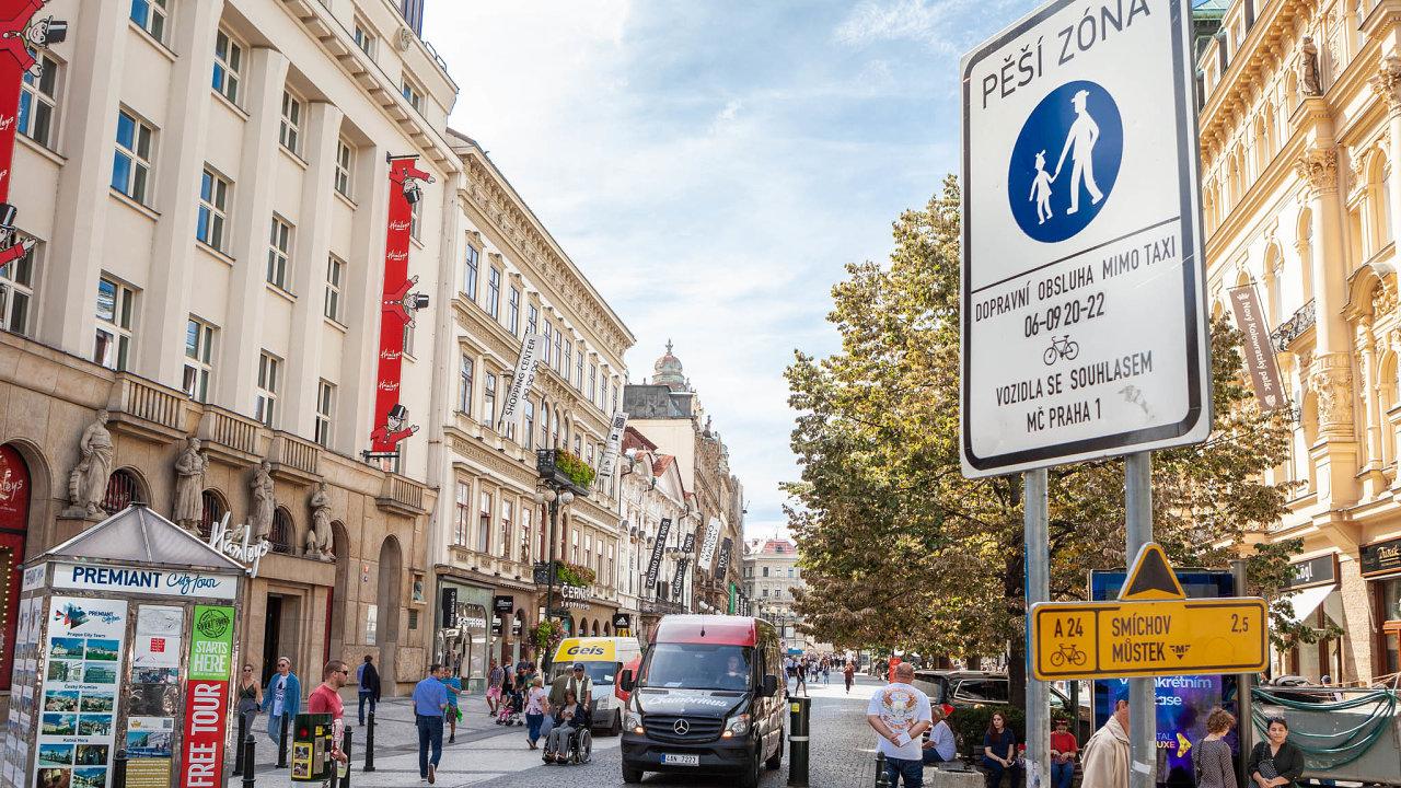 Kromě sítě mikrodep navrhla například vytvoření většího množství parkovacích míst v centru vyhrazených pro zásobování, aby se zamezilo parkování na chodnících (ilustrační snímek).