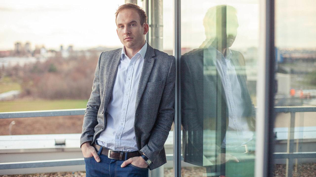 Proplacené pohledávky: Systémem firmy Roger ročně protečou faktury asi zadvě miliardy korun. Neproplacena zůstanou asi dvě procenta, což je zhruba 40 milionů korun, tvrdí šéf Rogeru Adam Šoukal.