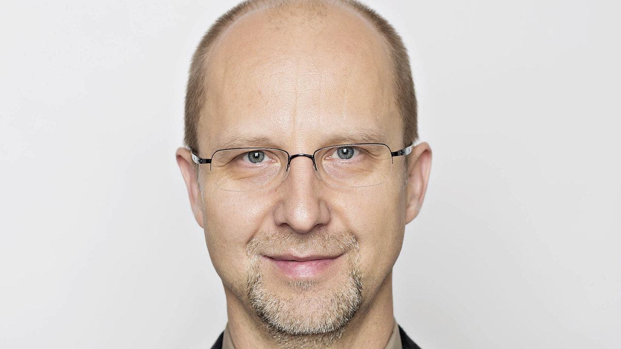Jediným, kdo byl zvolen do Senátu už v prvním kole, je Zbyněk Linhart. O post senátora se ucházel na Děčínsku s podporou hnutí STAN a Starostů pro Liberecký kraj. Získal 52,77 procenta hlasů.