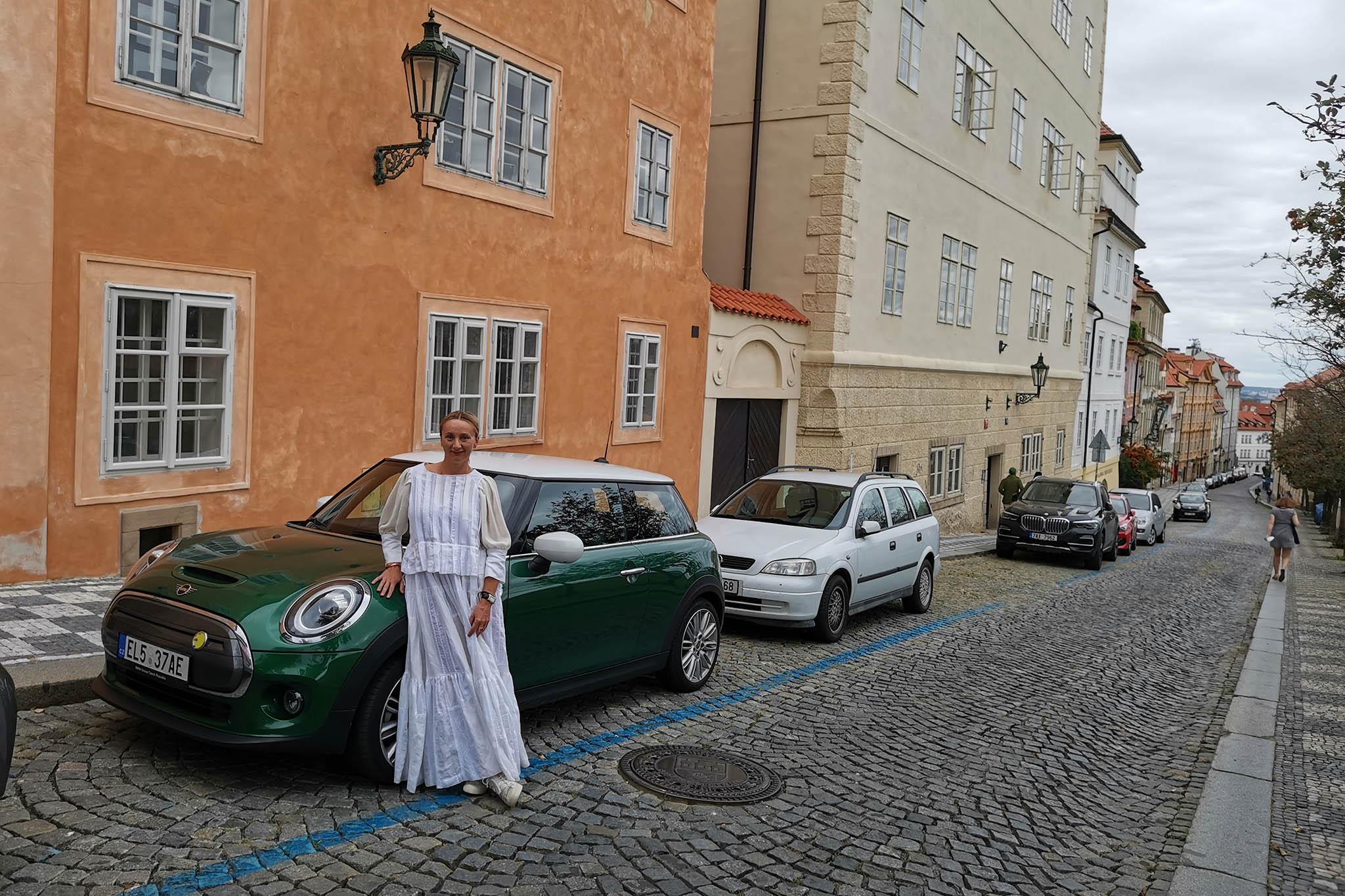 Martina Lowe: Mini Cooper SE