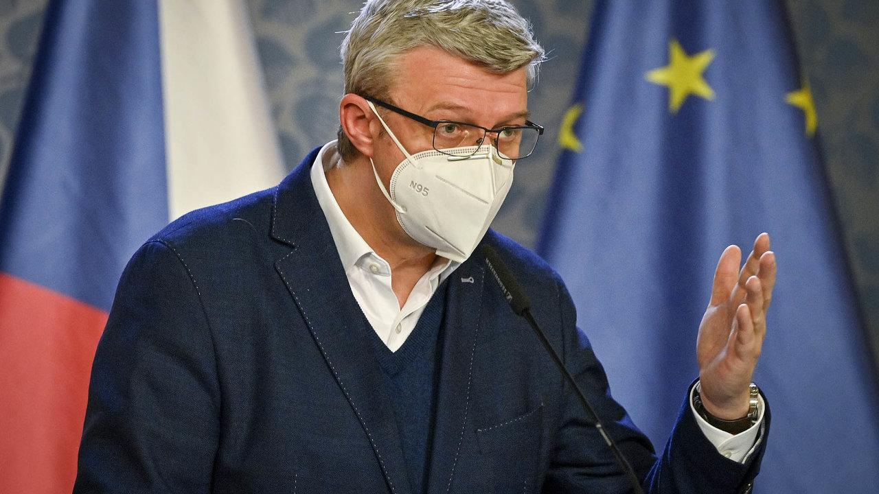 Ministr průmyslu Karel Havlíček řeší, jak naložit s pomocí firmám, zasaženým pandemií koronaviru.