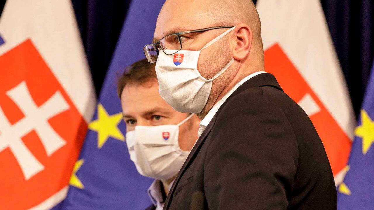Dva kohouti? Premiér Igor Matovič (vlevo) a vicepremiér Richard Sulík. Jejich spory nyní ohrožují křehkou slovenskou vládní koalici.