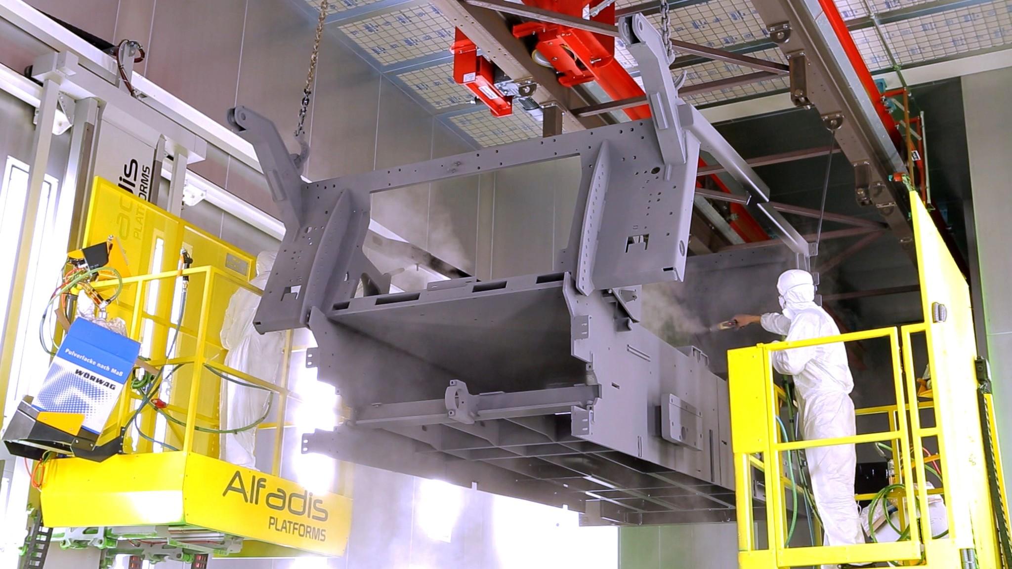 Součástí výrobního závodu je ivlastní lakovna vybavená moderními technologiemi.