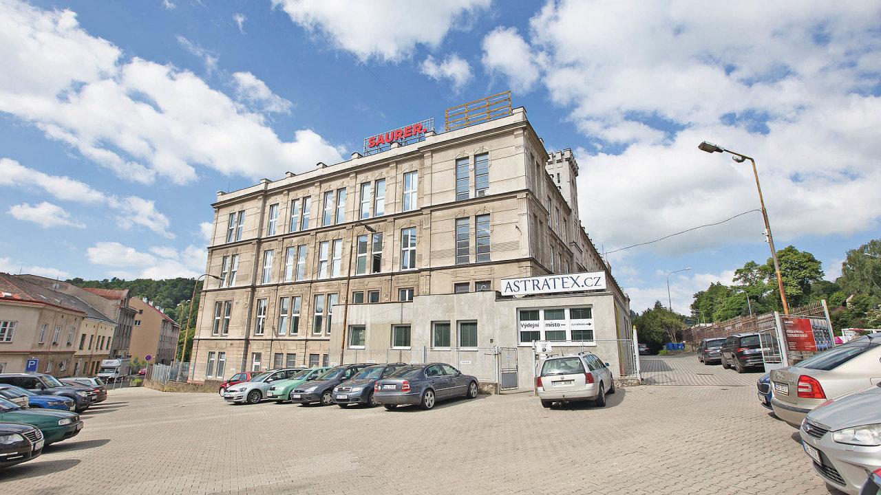 Astratex využívá sklad veStarém Městě nad Metují (na jihu Náchoda) oploše 6400 metrů čtverečních.