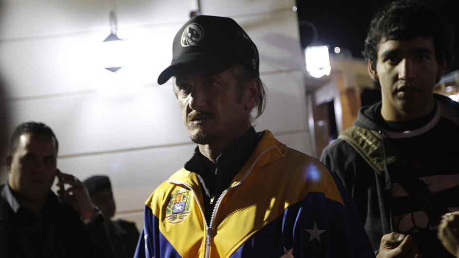 Sean Penn se zúčastnil vigilie za Huga Cháveze