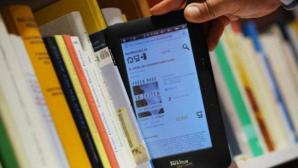 E-knihy za papírovými sice v prodeji stále zaostávají, každoročně se ale jejich čísla zvyšují.