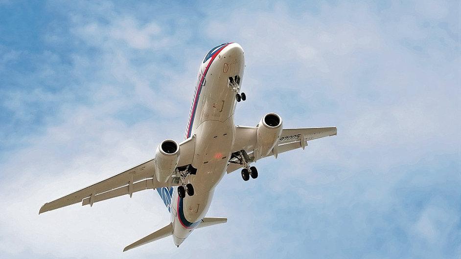 Dopravní letadlo se nad Švédskem málem srazilo s vojenským letounem