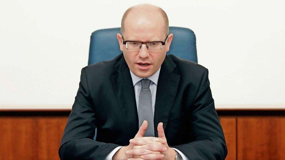 Sobotka slíbil odborářům navýšení minimální mzdy. Příští rok by mohla vzrůst o 500 korun