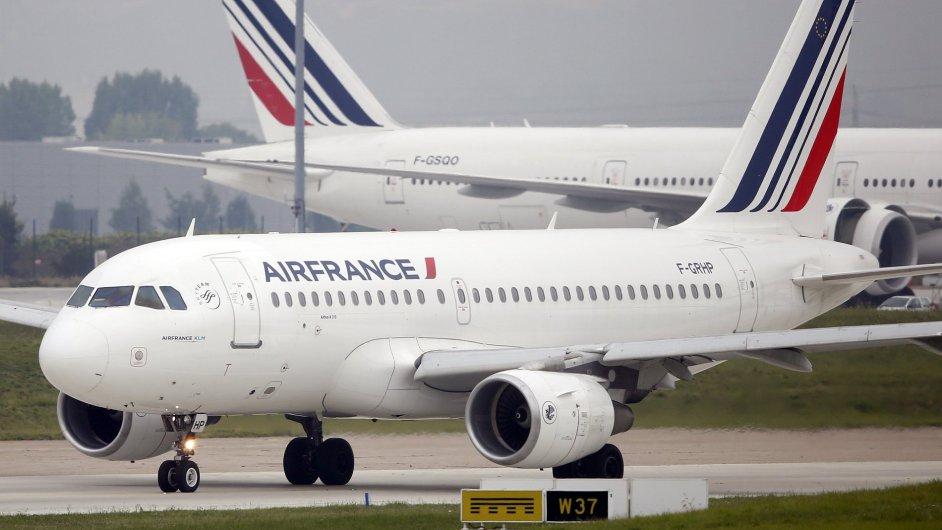 Francii ochromila stávka dispečerů. Letecké společnosti ruší stovky letů (ilustrační foto).