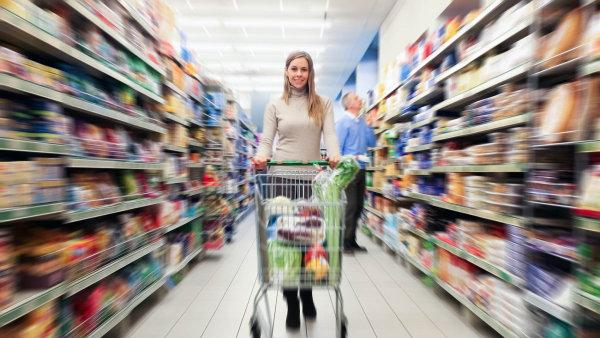 Češi si za svůj plat koupí o polovinu méně zboží než lidé v západní Evropě - Ilustrační foto.