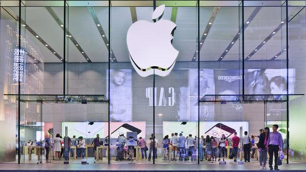 Apple m� za sebou dal�� vynikaj�c� �tvrtlet�. Firmu t�hne hlavn� nov� iPhone