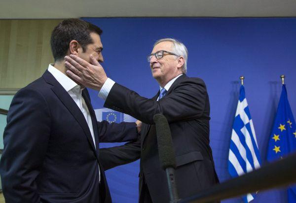 Jean-Claude Juncker a Alexis Tsipras na mimořádném summitu eurozóny v Bruselu.