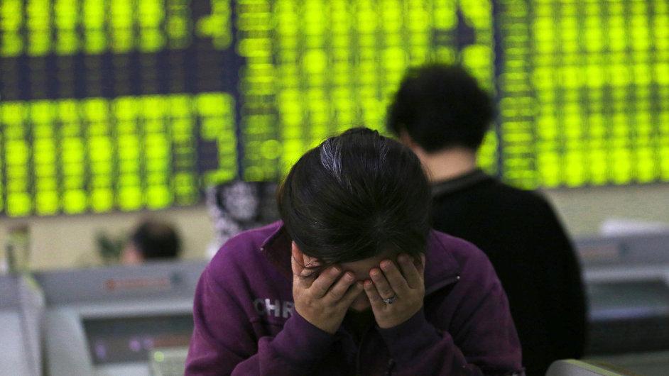 Hlavní indexy čínského akciového trhu odepsaly za poslední měsíc téměř třetinu hodnoty.