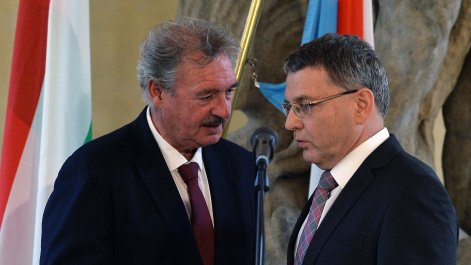 Ministři zahraničí se sešli v Praze kvůli řešení uprchlické krize. Na snímku jsou lucemburský ministr Jean Asselborn a jeho český protějšek Lubomír Zaorálek.