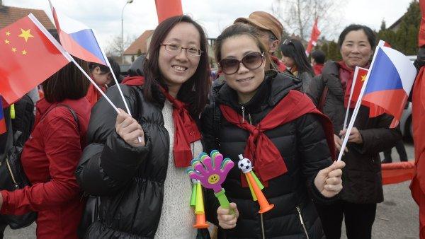 Podle premiéra Sobotky se počet turistů i čínské investice stále zvyšují.