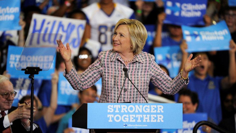 Demokratická kandidátka Hillary Clintonová zvyšuje svůj náskok nad republikánem Trumpem.