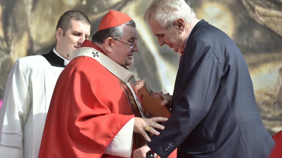 Kardinál Dominik Duka a prezident Miloš Zeman.