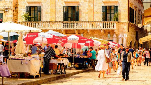 Dovolená na Jadranu: Turistický ruch má v chorvatské ekonomice zásadní roli. Na tvorbě HDP se podílí zhruba pětinou - Ilustrační foto.