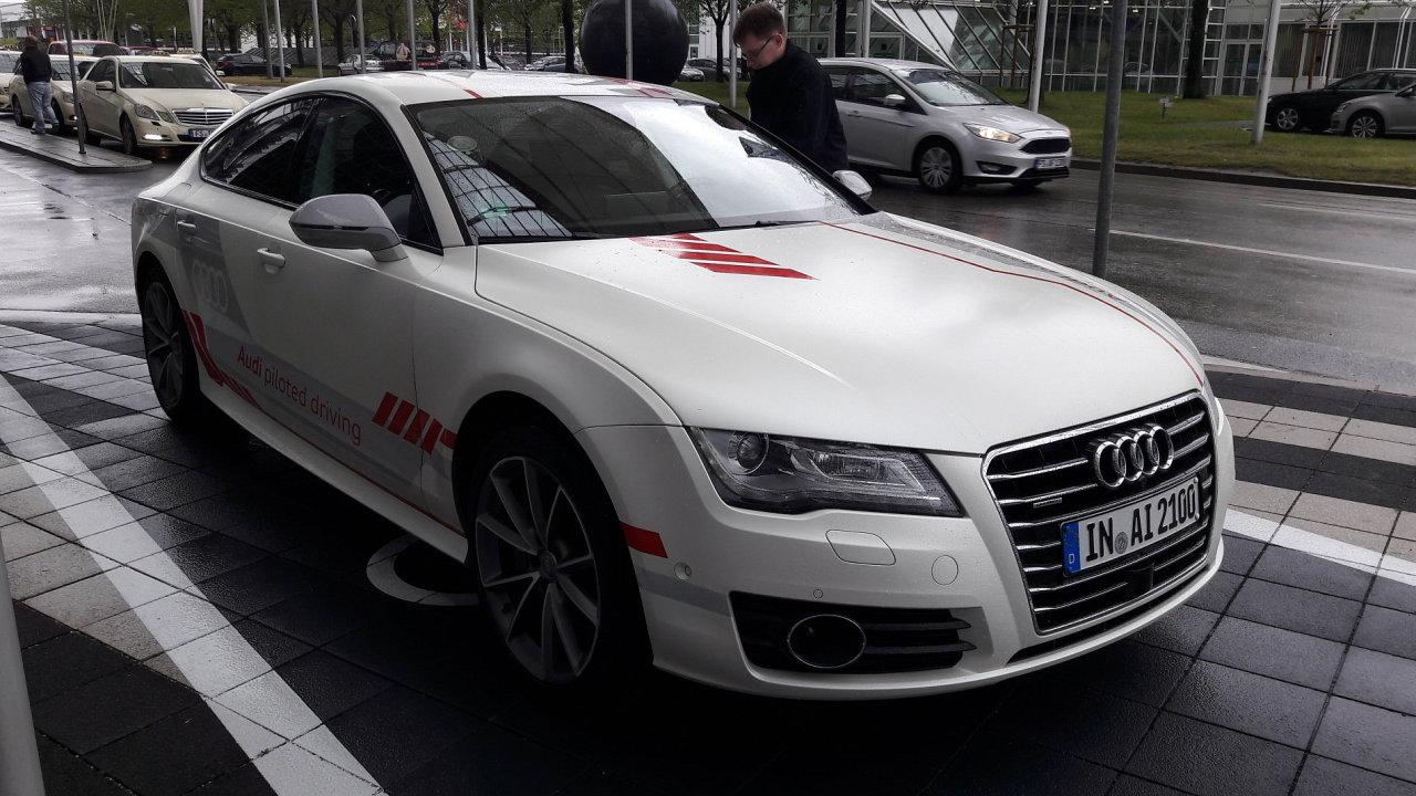 Takto vypadá zvenku testovací Audi s přezdívkou Jack, které umí jezdit po dálnici samo.