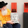 Sochař Beránek vystavuje poprvé po roce 1989, na umění povyšuje kuchyňské mlýnky i ozubená kolečka