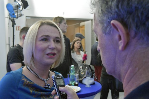 Poslankyně Občanské demokratické strany (ODS) Jana Černochová hovoří s novináři ve volebním štábu ODS