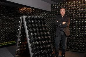 Francouzským vinařem roku je dle prestižního Guide Hachette 2018 sklepmistr šampaňského domu Alfred Gratien