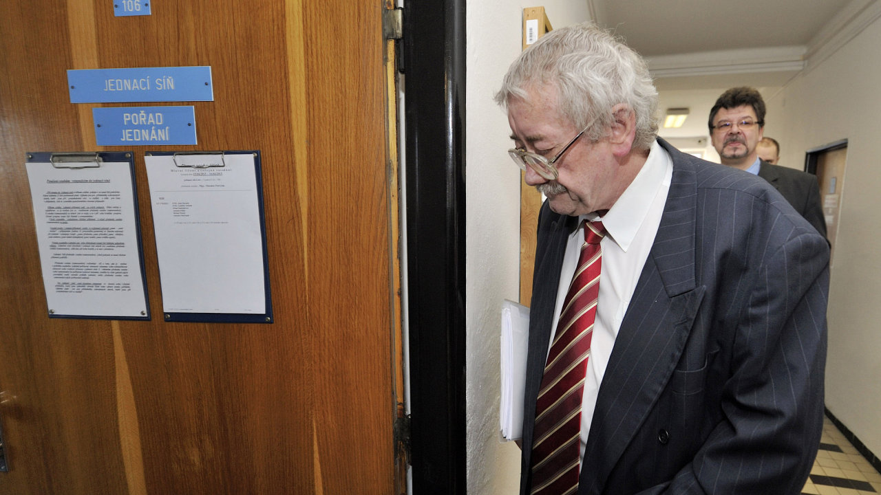 Josef Knotek, soudce, korupční kauza litoměřických soudců