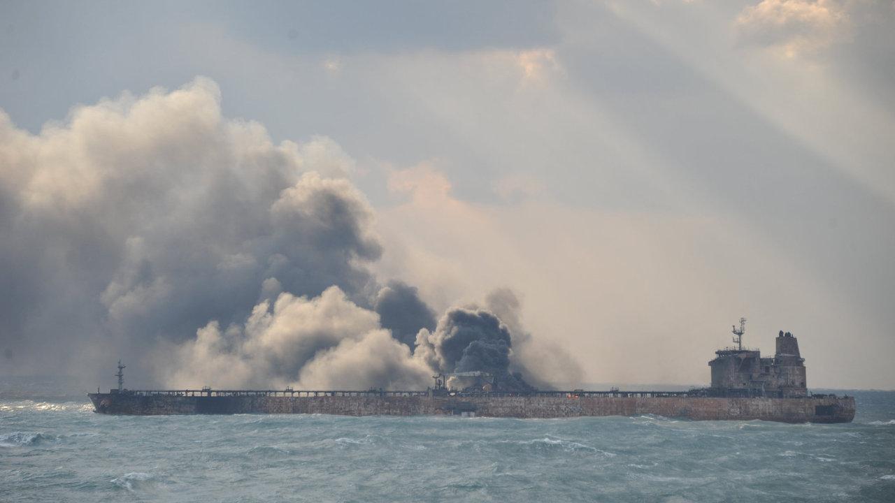 Íránský tanker ve Východočínském moři.