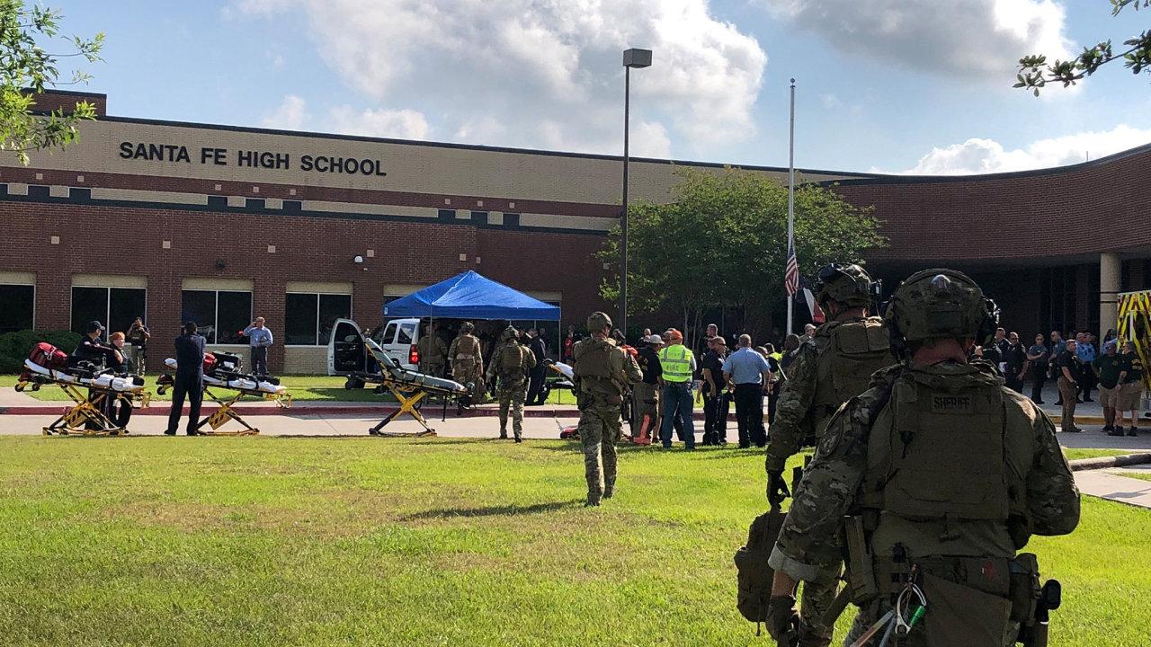 Student v texaské škole zastřelil deset lidí, deset dalších zranil.
