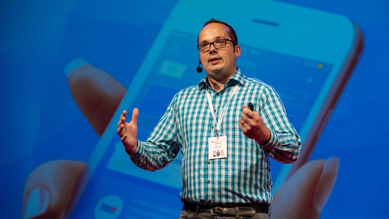 Tomáš Žďára, expert na inovace v České spořitelně, vystoupil na letošní konferenci HR meeting.