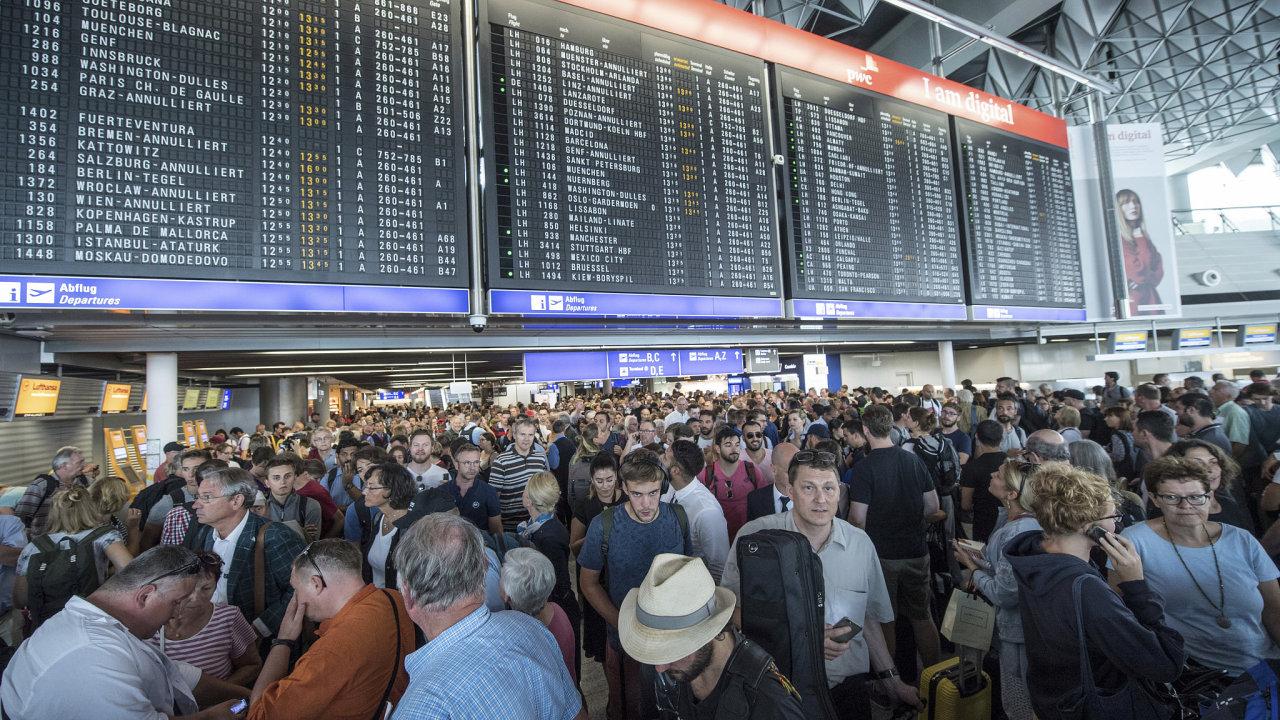 Evakuace na frankfurtském letišti.