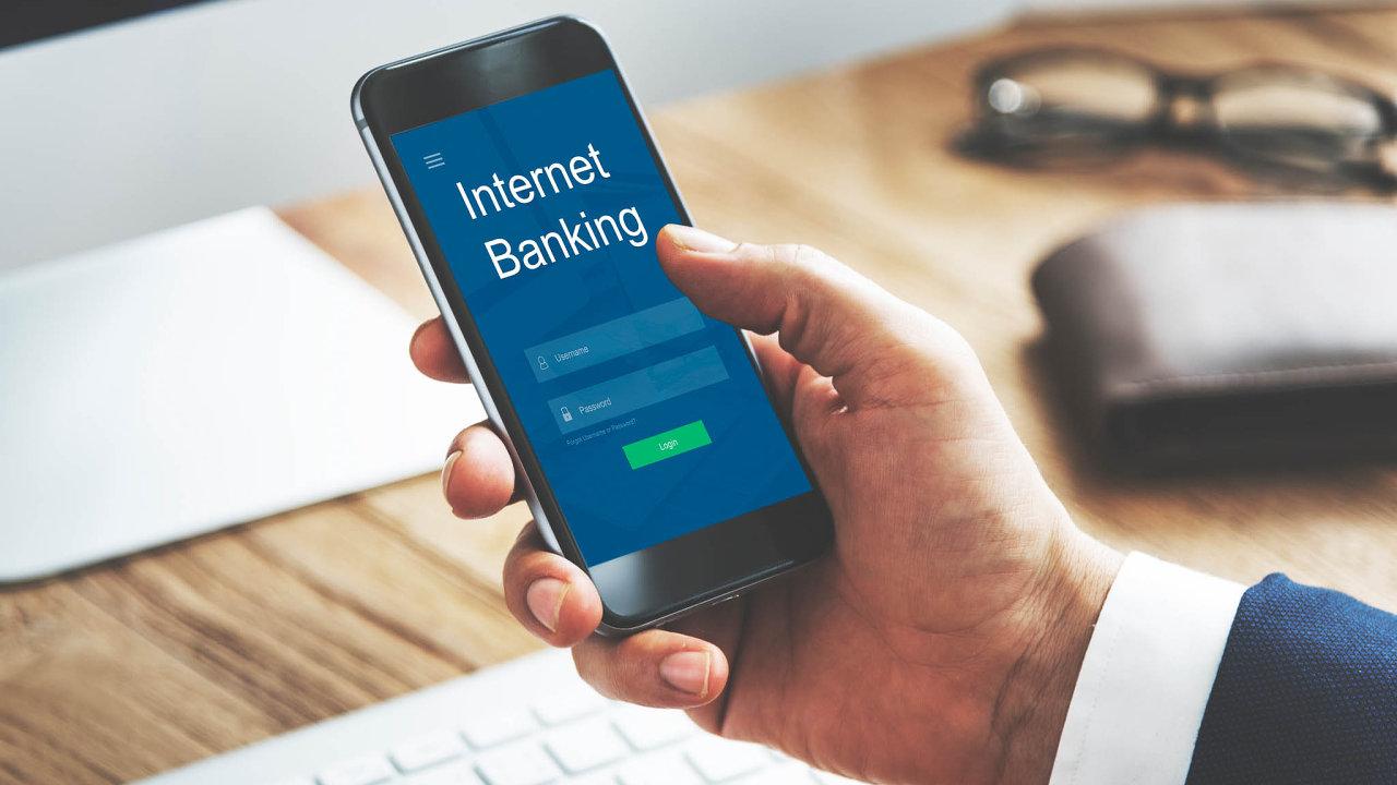 Vyspělé mobilní aplikace ainternetové bankovnictví vyžaduje stále více klientů - Ilustrační foto.