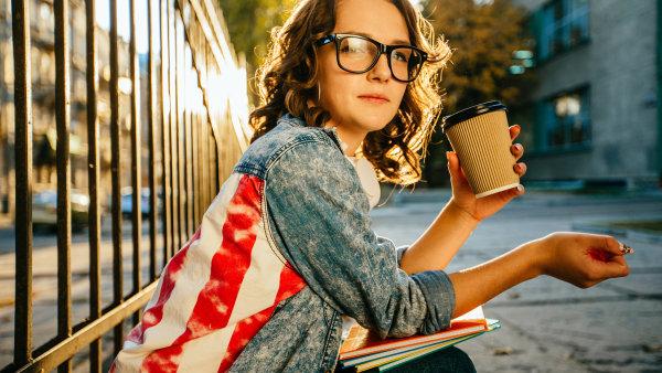 Ambiciózních a sebevědomých studentů, kteří se hlásí ke studiu v zahraničí je stále více