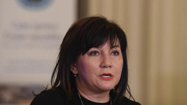 Bylo to manažersky hloupé rozhodnutí Janečka, vysvětlovala ministryně Schillerová před poslanci odměny berním úředníkům