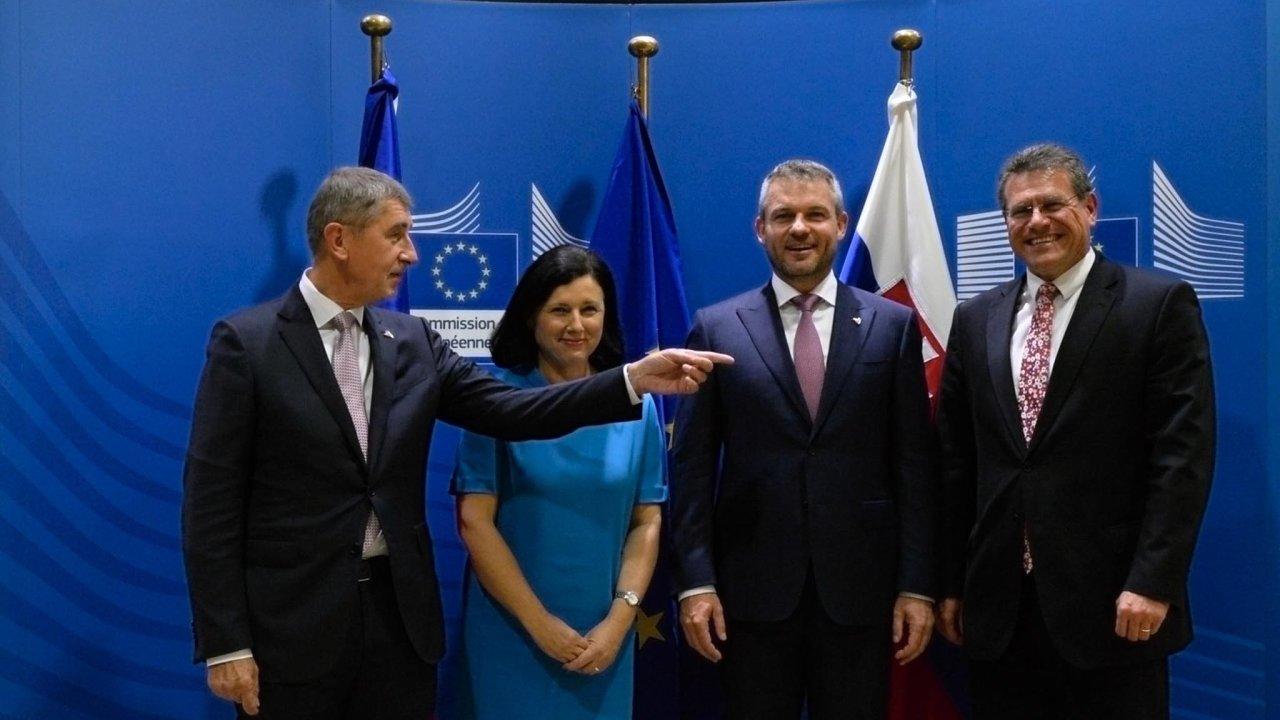 Český premiér Andrej Babiš chce vespolupráci se zeměmi V4 napost šéfa Evropské komise slovenského eurokomisaře Maroše Šefčoviče (zcela vpravo).