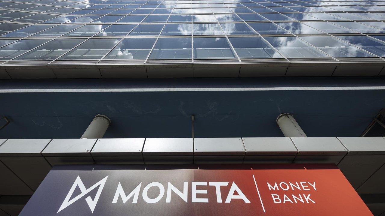 Moneta Money Bank funguje pod současným názvem od roku 2016, jméno banky z dřívějšího GE Money Bank se změnilo v souvislosti s jejím vstupem na burzu v květnu téhož roku.