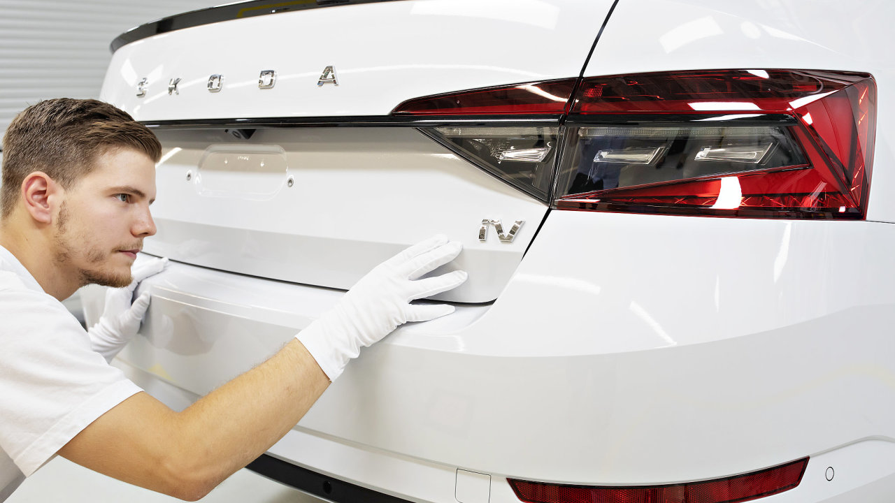 Škoda zahájila v Kvasinách výrobu hybridního Superbu