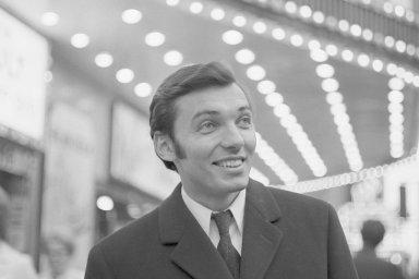 Karel Gott je nejslavnějším českým zpěvákem populární hudby. Prorazil v 60. letech, proslavil se i za hranicemi tehdejšího Československa. V dubna 1967 navštívil kanadský Montreal (na snímku).