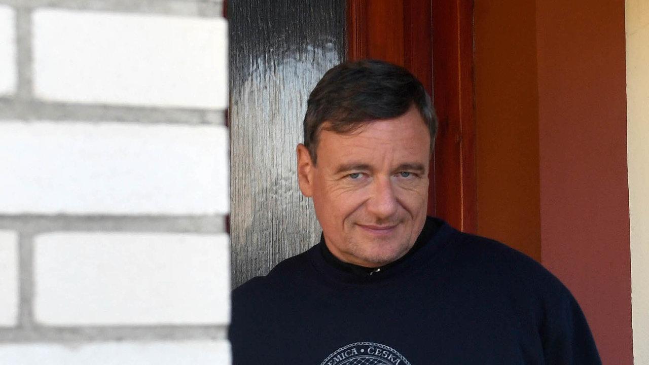 Bývalý středočeský hejtman za ČSSD a exministr zdravotnictví David se u své své ordinace v Hostivici vyjádřil pro média ke svému nástupu do vězení.