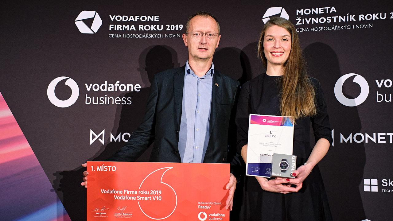 Předseda představenstva společnosti ABRA Software Jaroslav Řasa a zakladatelka půjčovny dětského oblečení Kristýna Farkašová.