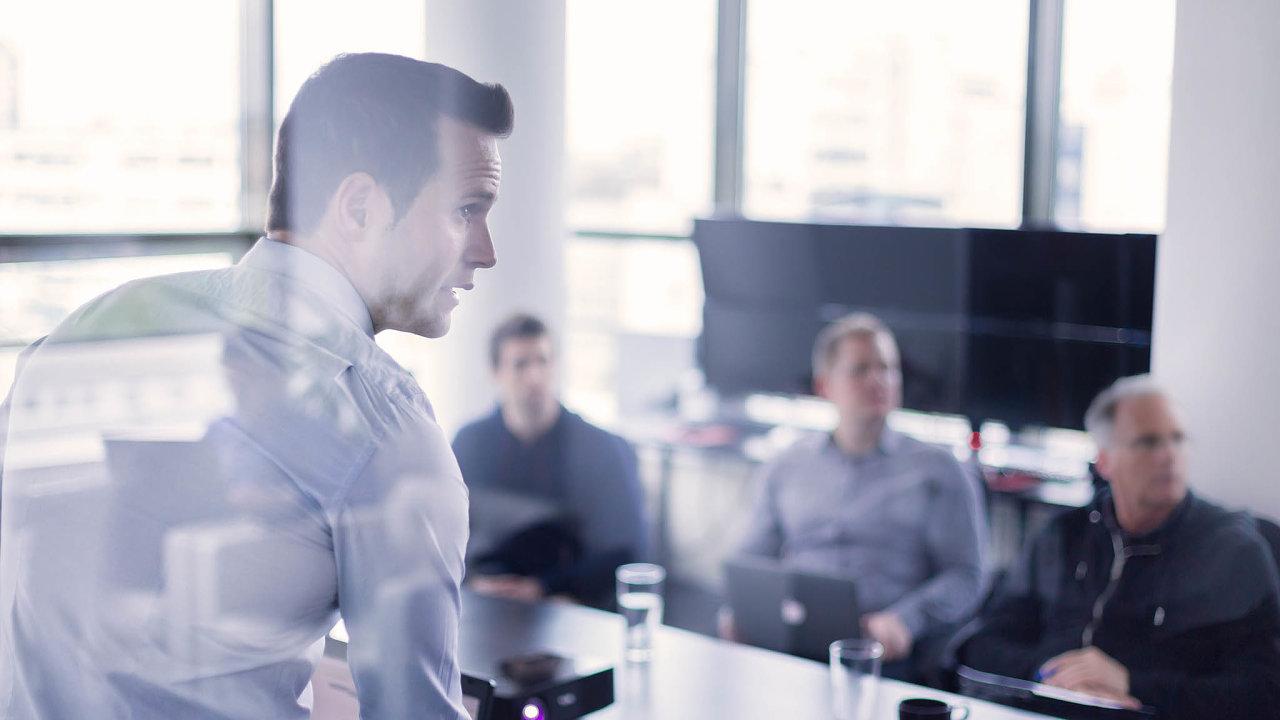 Kromě snahy vychovat si nové kandidáty navolná místa jsou školení také cestou, jak si udržet stávající zaměstnance (ilustrační snímek).