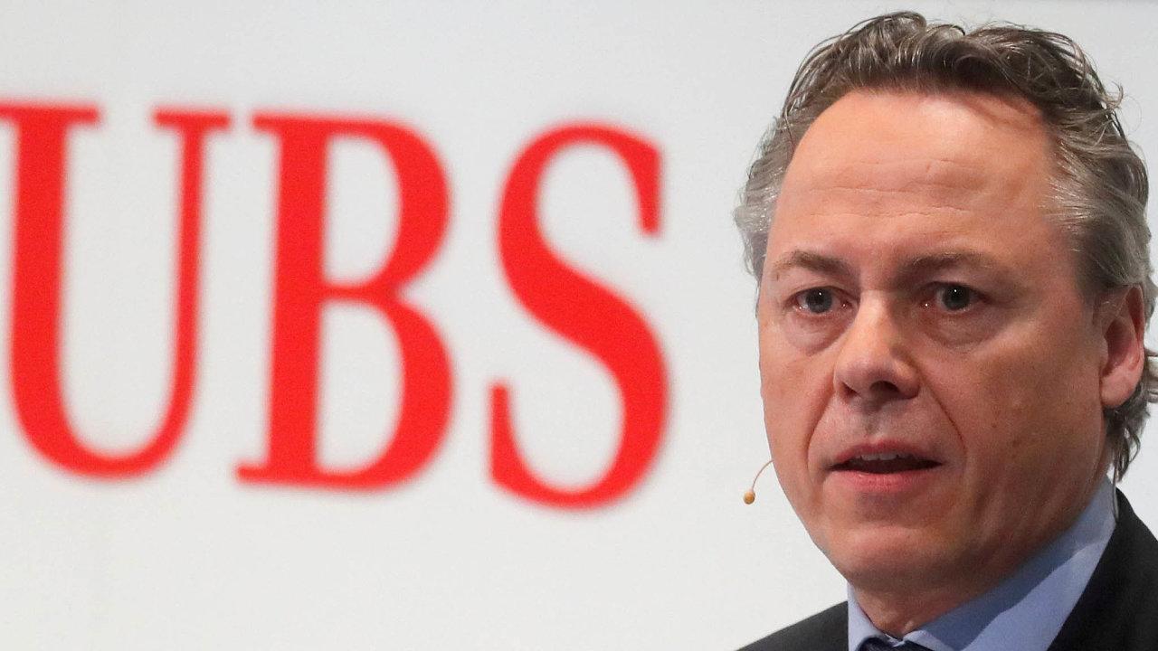 UBS svého budoucího šéfa Raplha Hamerse oficiálně představila 20. února natiskové konferenci vCurychu. Jeho jmenování podle agentury Bloomberg vyvolalo vefinanční komunitě údiv.